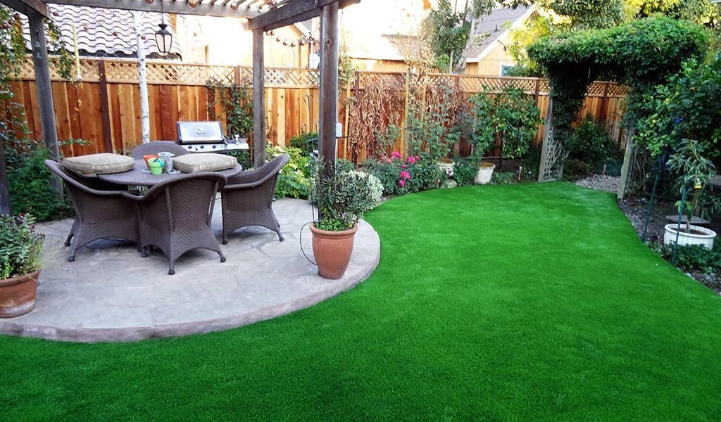 Artificial-grass-for-backyards